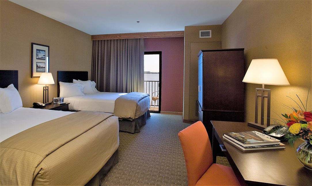 Luxurious Rooms & Suites at King's Pointe Resort