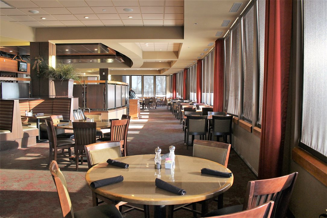 Quality Dining at King's Pointe Resort
